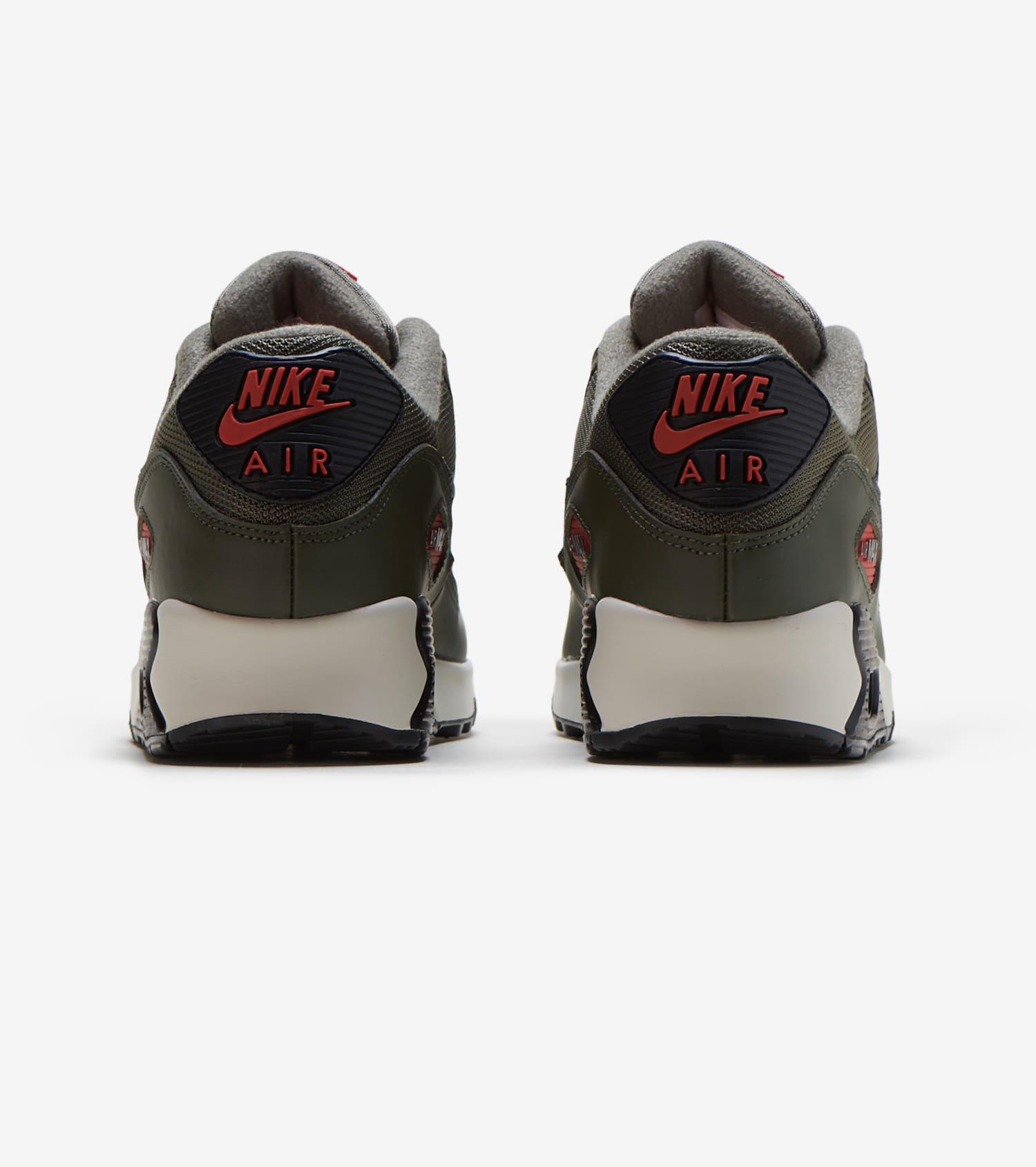 Men Sneakers Air Max '90 Essential in olive Men Nike