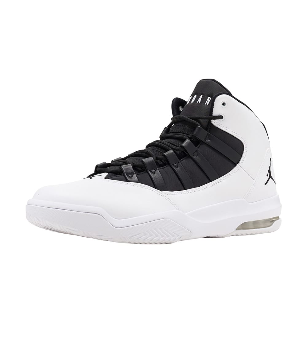 separation shoes 60807 1f326 Max Aura Basketball Sneaker