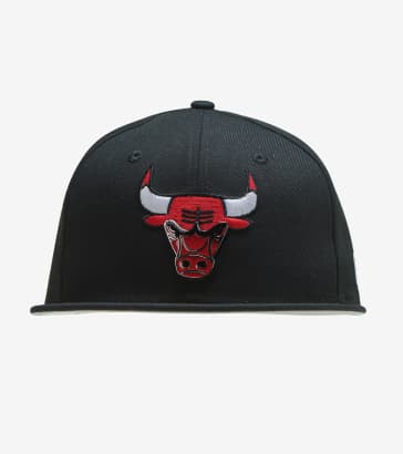 d2643e46f7a5f5 New Era Bulls Metal and Thread 59FIFTY Snapback