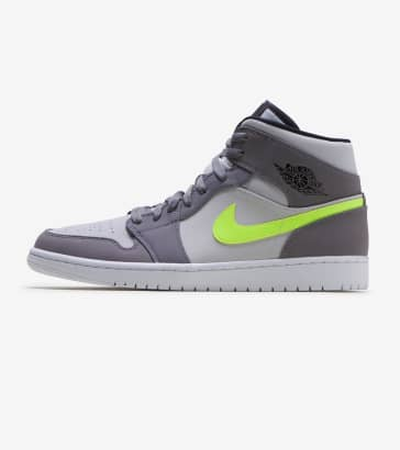brand new 913e3 71eb4 Jordan 1 Mid Sneaker