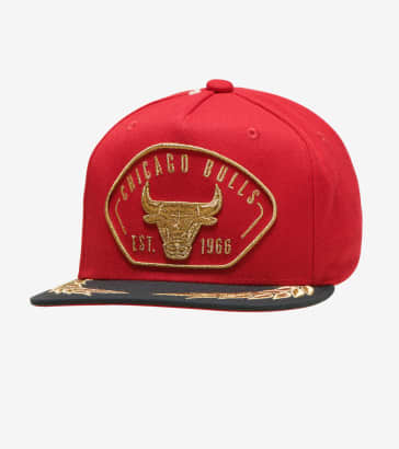 the latest a0222 d958e Mitchell and Ness Chicago Bulls Captains Snapback