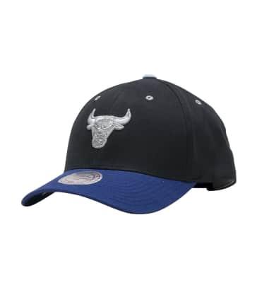 949efd8c6a1ae Mitchell and Ness Bulls Flexfit Snapback