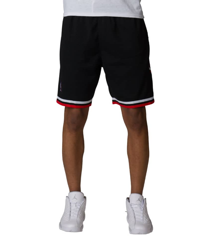 965e7ff0f70 Mitchell and Ness Chicago Bulls Swingman Shorts (Black ...