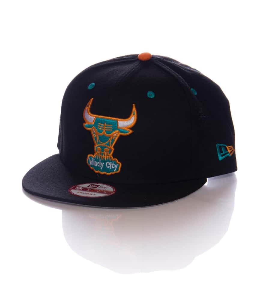 80d1b4b422845 New Era 950 CHICAGO BULLS SNAPBACK CAP (Black) - 70266232H