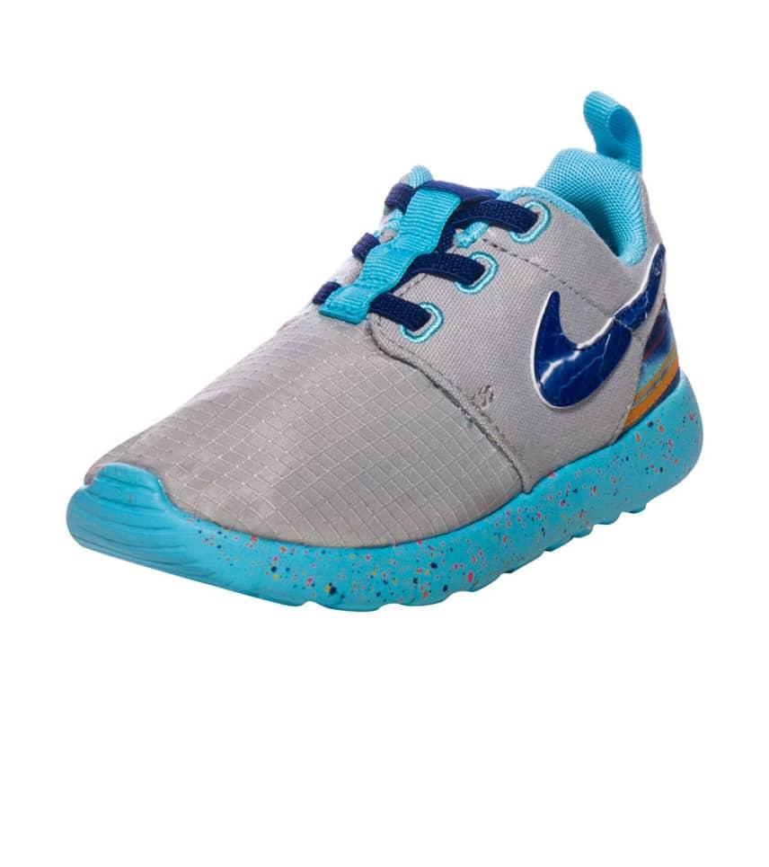 e48e00119af7 Nike ROSHERUN PRINT SNEAKER (Grey) - 749358-006
