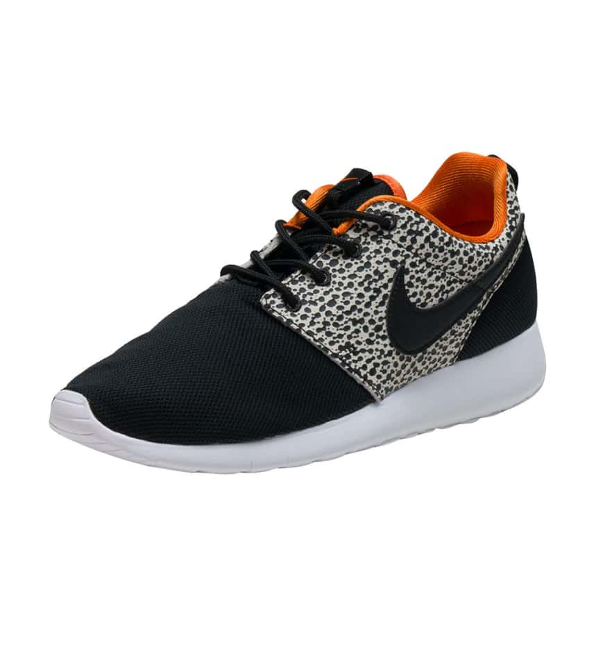 86dfa709d0daf NIKE BOYS ROSHE ONE SAFARI SNEAKER Black. NIKE - Sneakers - ROSHE ONE SAFARI  SNEAKER NIKE - Sneakers - ROSHE ONE SAFARI SNEAKER ...