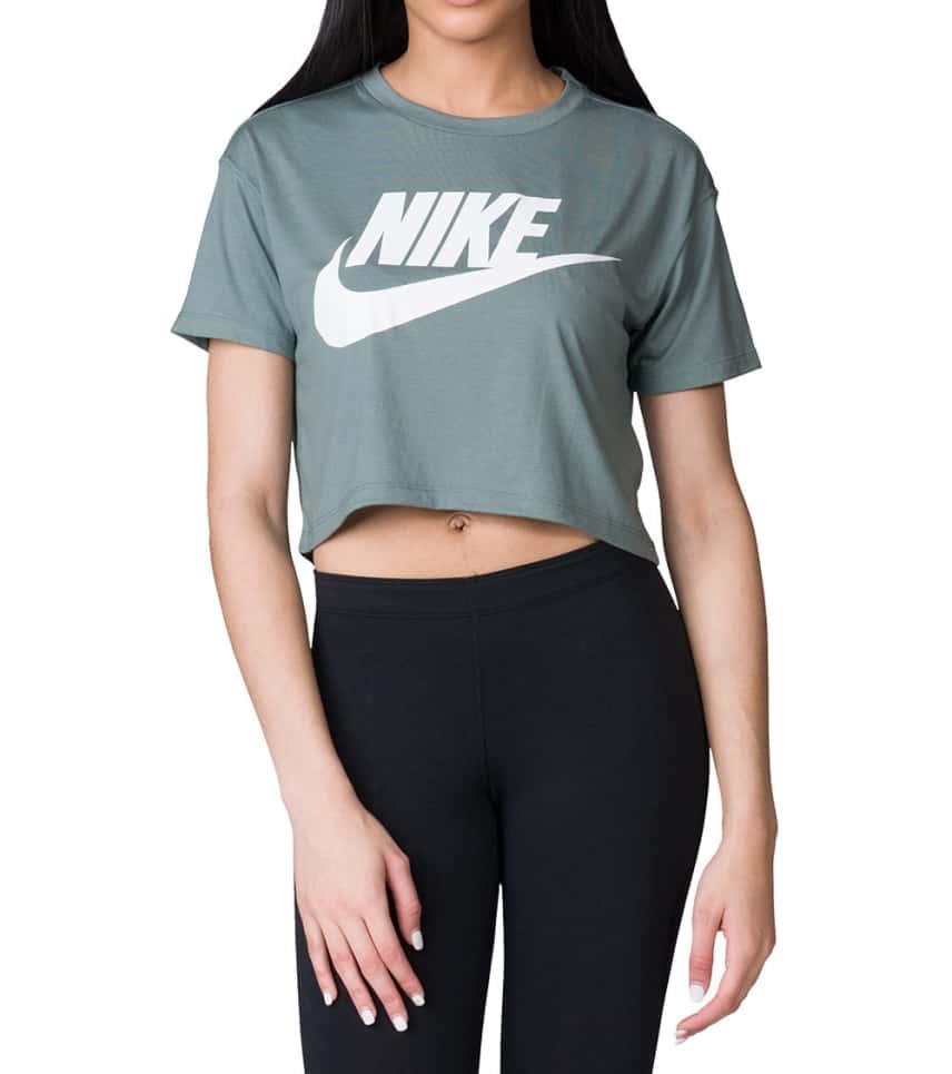 super popular ebe55 ad8c4 Nike Essential Crop Top
