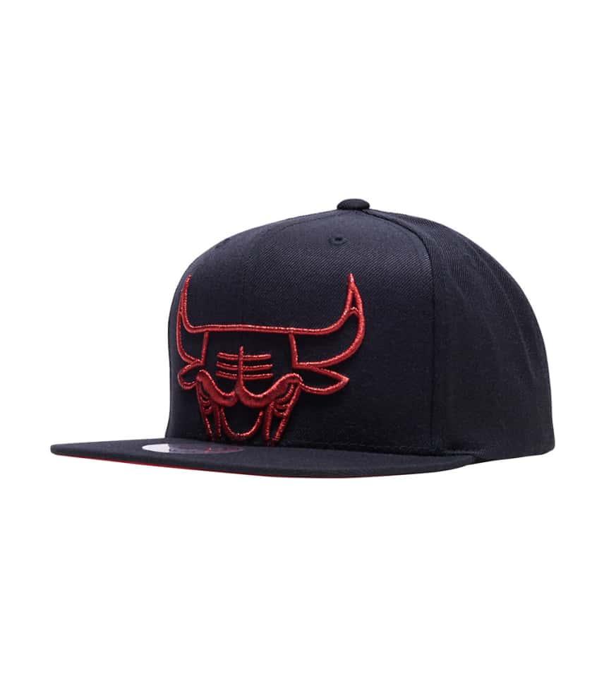 1bb9df97da7 ... Mitchell and Ness - Caps Snapback - Chicago Bulls Metallic Cropped ...