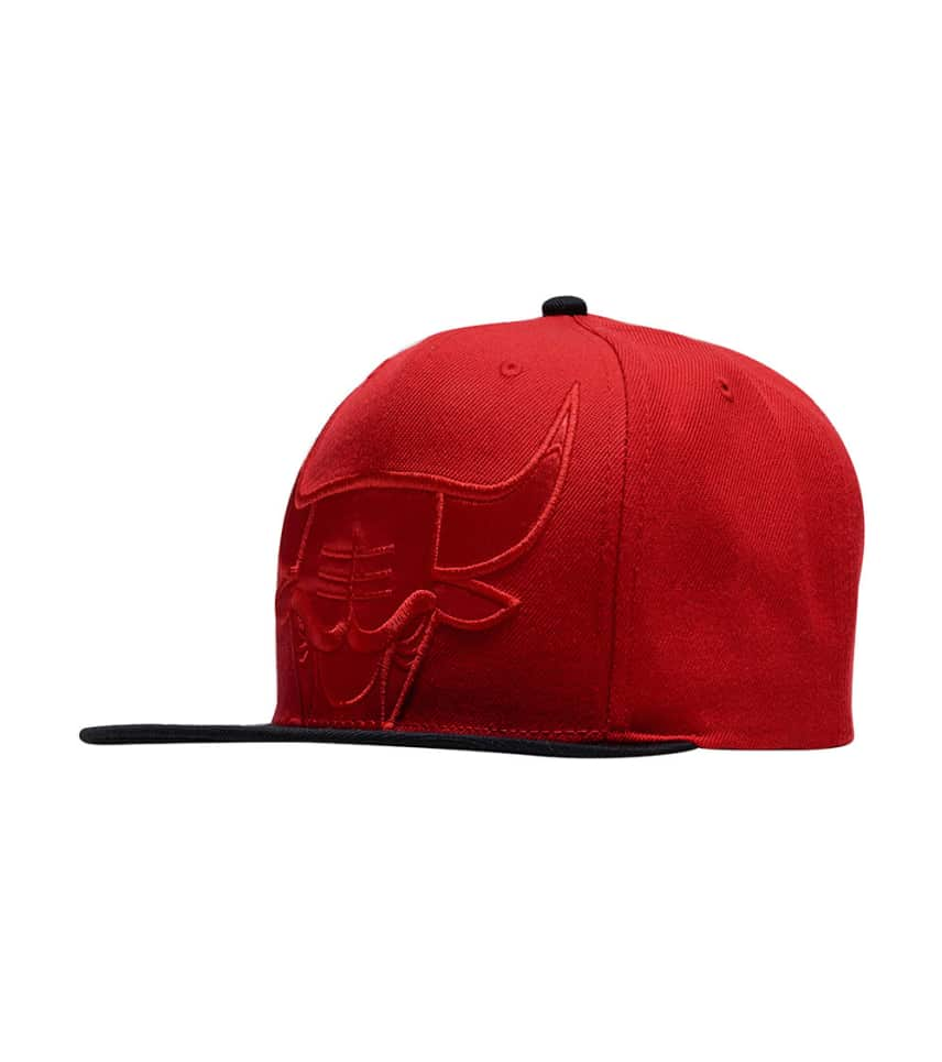 best cheap a93bc e8e40 Mitchell and Ness Bulls Cropped Satin Snapback