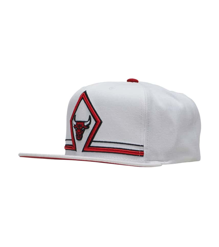 c3d2320e0b7 Mitchell and Ness Bulls Katrina Diamond Snapback Hat (White ...