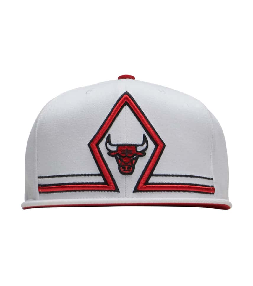 2d5af884e97 ... Mitchell and Ness - Caps Snapback - Bulls Katrina Diamond Snapback Hat  ...