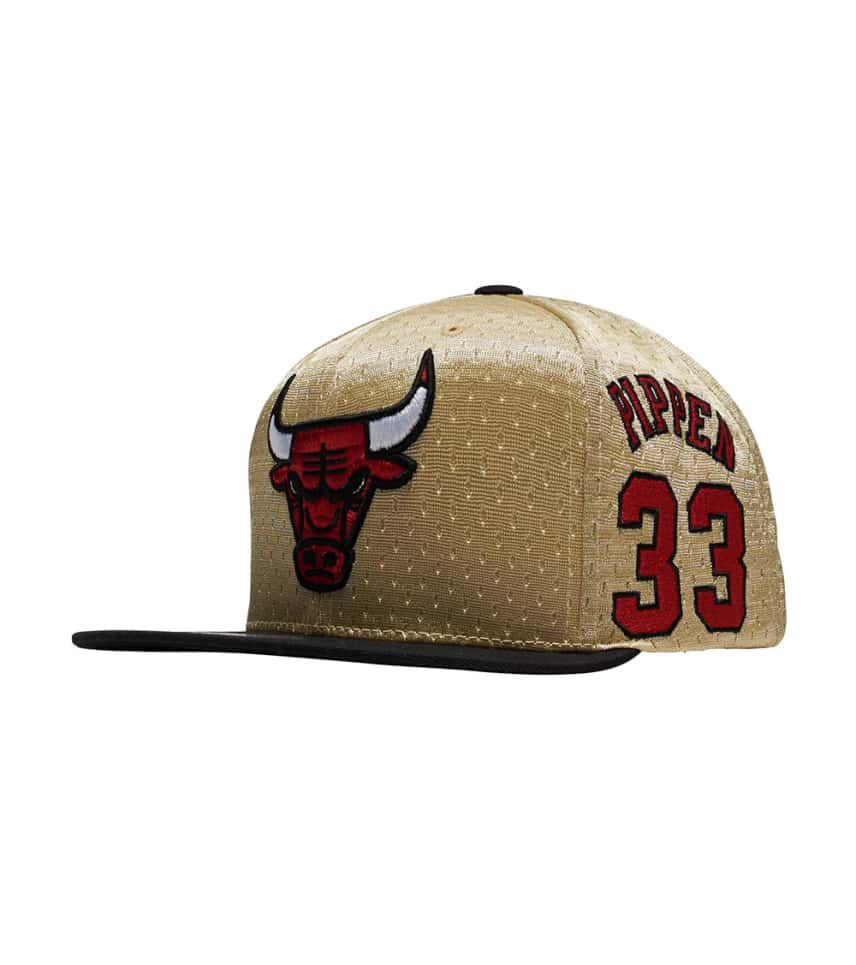 4a401fcc198 Mitchell and Ness Chicago Bulls Gold Paint Snapback (Gold ...