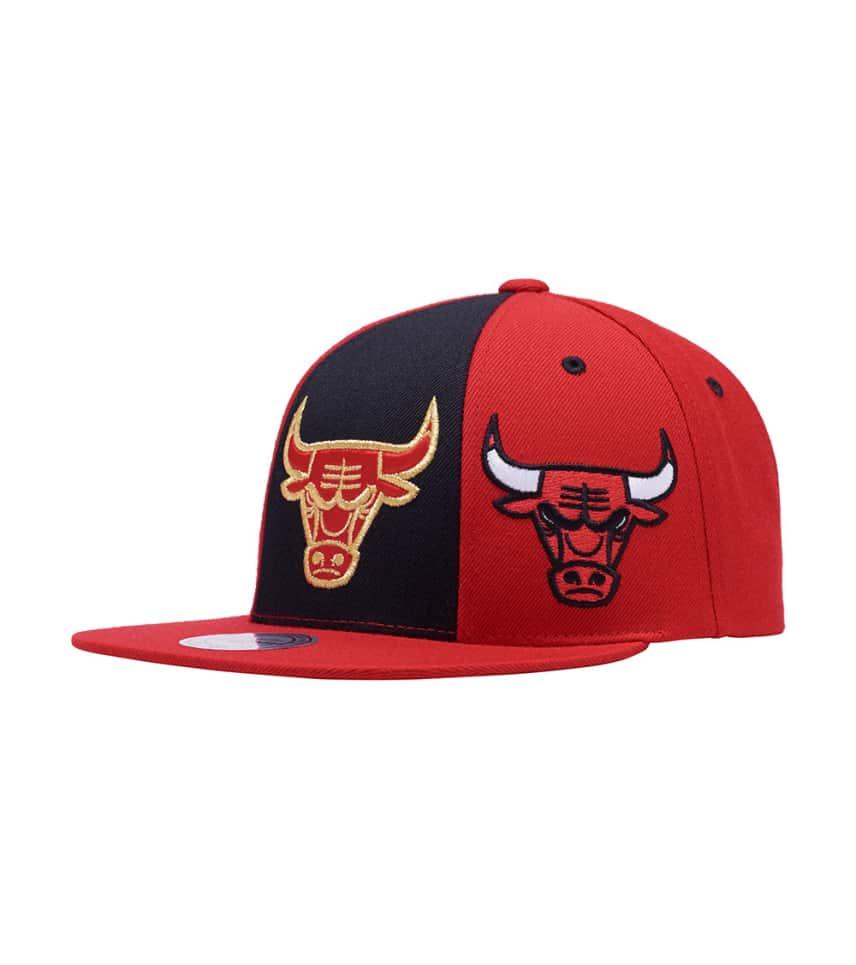 5ef4ec59753 ... Mitchell and Ness - Caps Snapback - Chicago Bulls Triple Stack Snapback  ...
