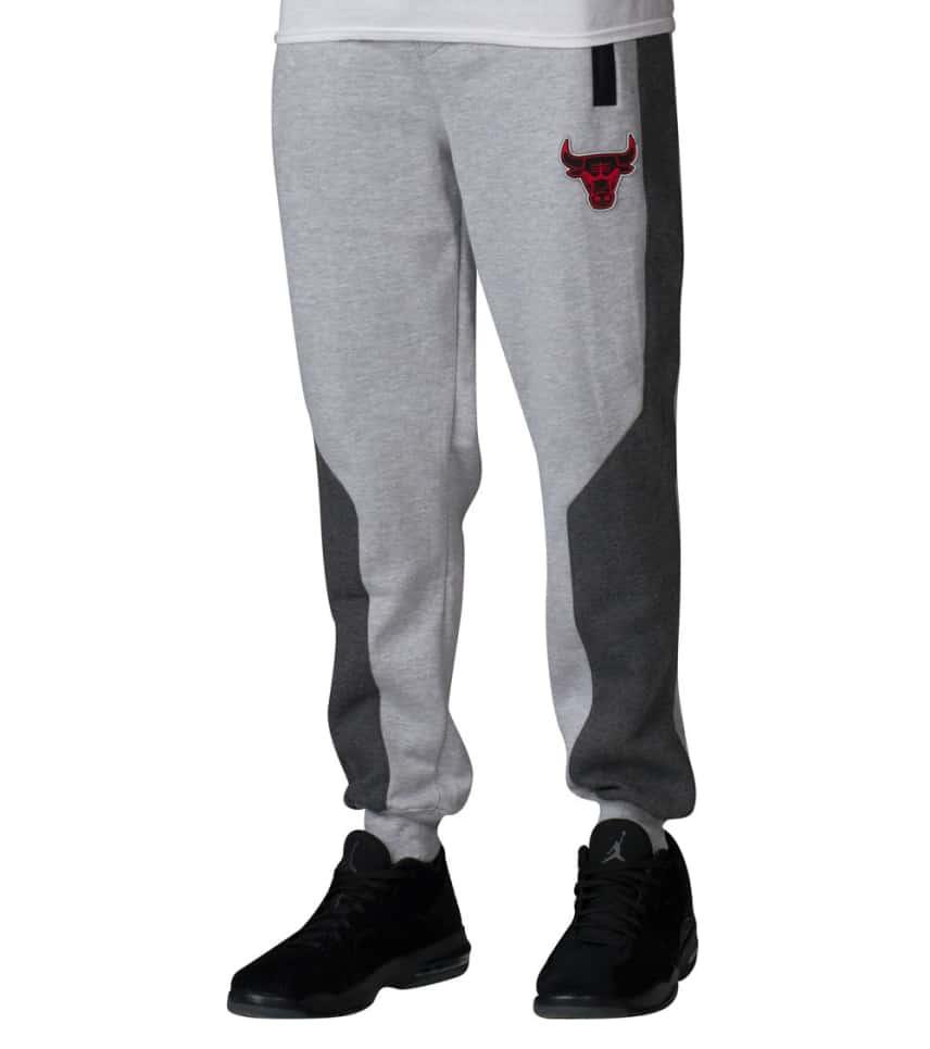 UNK Chicago Bulls Tech Jogger (Grey) - GFM1451FCB  d69b94bd58c5