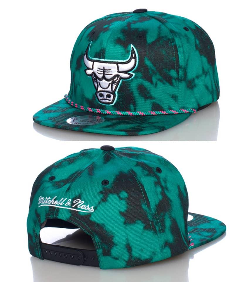 Mitchell and Ness Chicago Bulls NBA Snapback Cap (Green ... bad5d23c3ca0