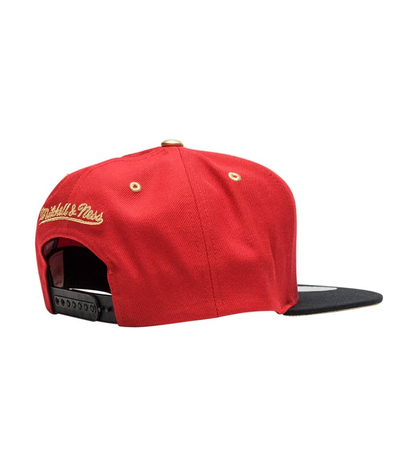 ... Mitchell and Ness - Caps Snapback - Chicago Bulls Gold Tip Snapback ... e00732f60978